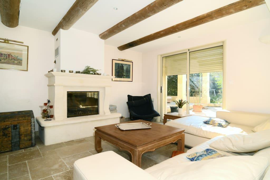 Charming room in villa pool villas for rent in salon de for Villa prisme salon de provence