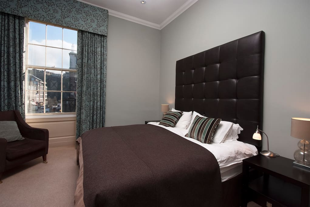 Master bedroom with views of Edinburgh Castle