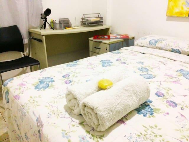 Quarto com cama de casal - Salvador - Apartment