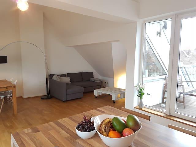 1 Schlafzimmer in stilvoller, gepflegter Wohnung