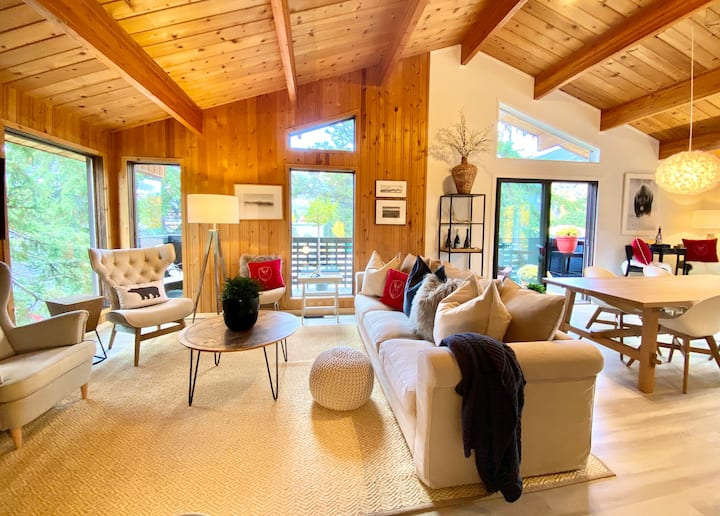 Private Mountain Chalet in The Heart of Banff