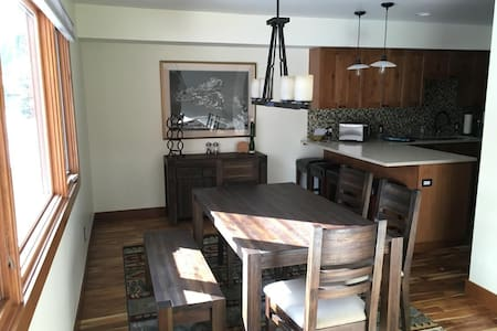 3BR Townhome - Steps to Ski Shuttle - Vail - Radhus