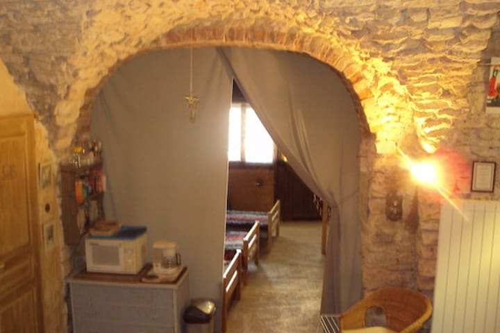 Gite dans village médieval       - Vézénobres - Apartment