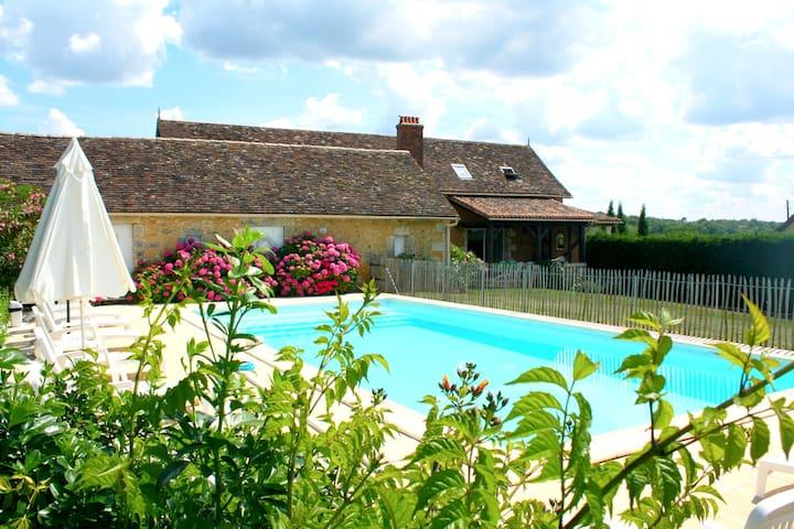 """chez Félix"" piscine privée - Villamblard - Huis"