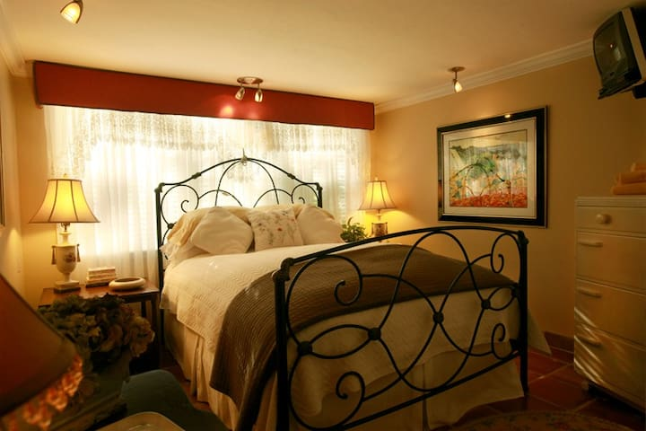 Private Yellow room in Ft Laud. - Fort Lauderdale - Bed & Breakfast