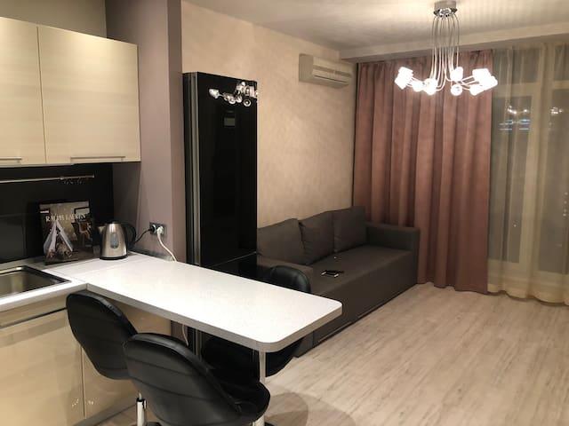 Новая квартира. м.Житомирская. Студио+спальня.
