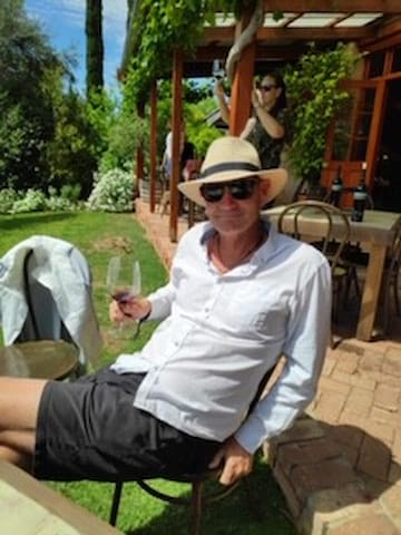 Dave the Host Local of Adelaide, very happy to let you know what to see, where to go and how to get there - he is a full time host so he loves taking guests to wineries, surfing trips and bike riding tours.... and if you want to see wildlife ???