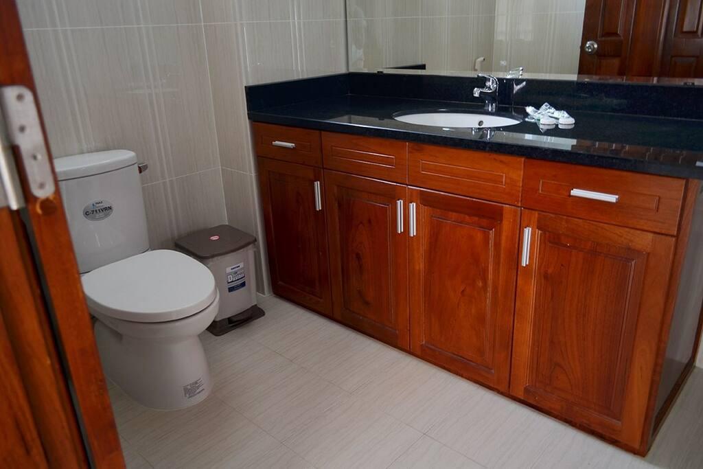 Phòng tắm riêng với vòi hoa sen