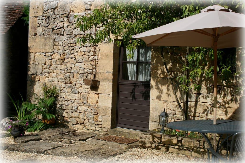 Côté ouest : entrée de votre maison / West side : your house entrance