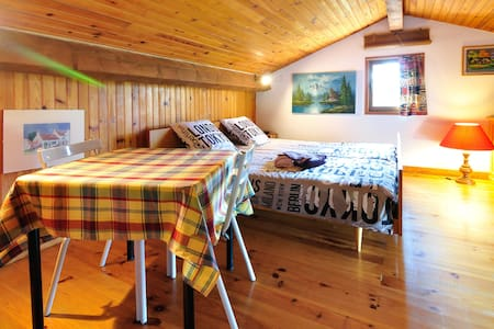 Cosy and independent nest in villa - Podkroví