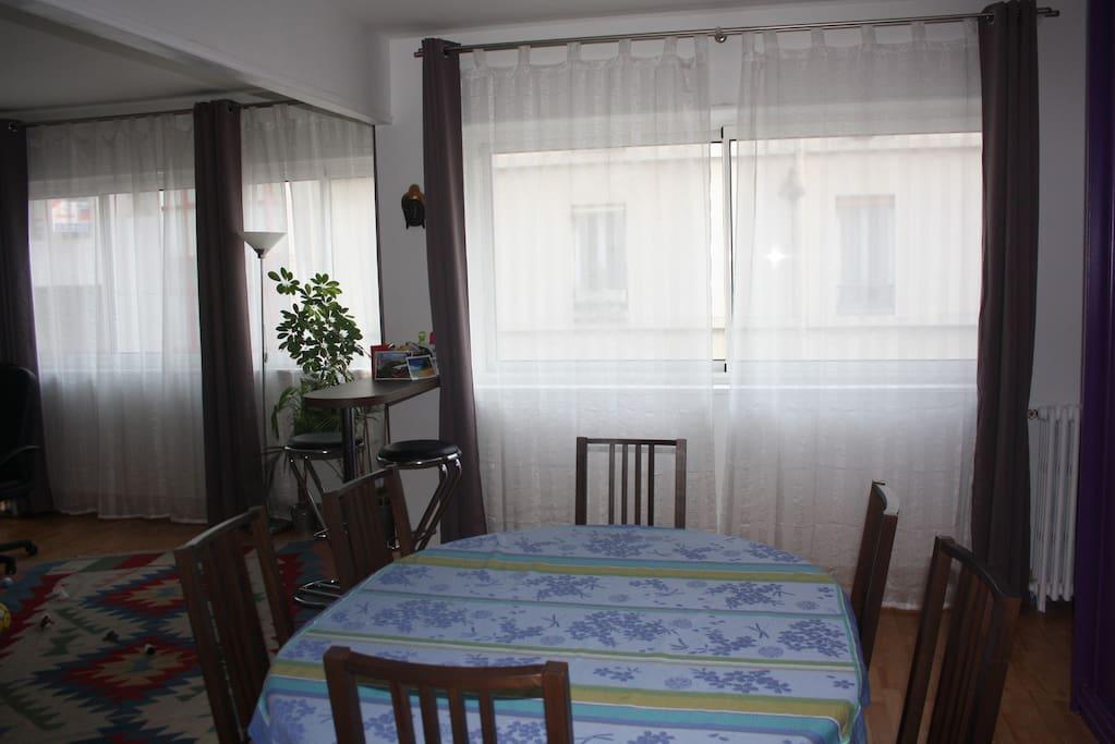 Partie salle à manger pour 6 personnes / living room