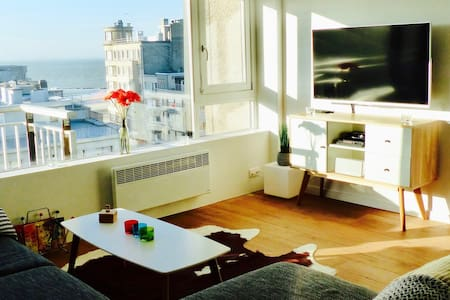 apartment 2 bedroom sea view, free parking