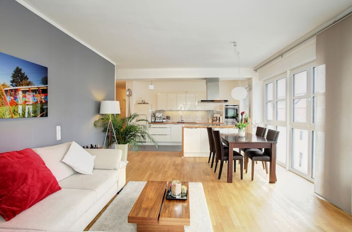 Bright room - private Bathroom **** - Frankfurt - Apartment