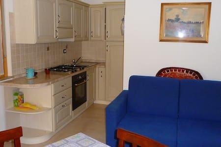 Sardegna apartment in 300m beach - Uta - Leilighet