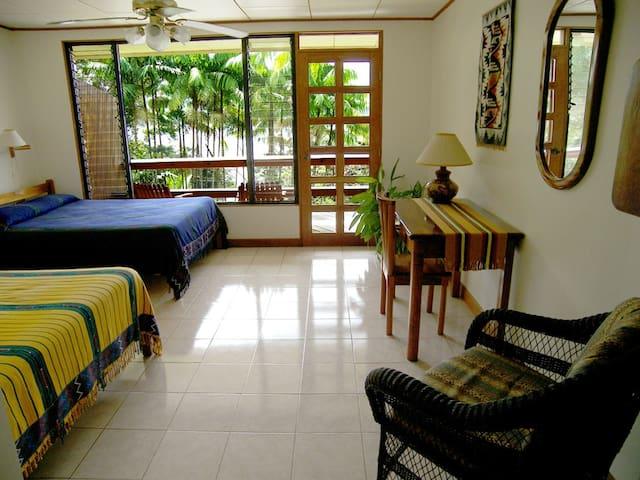Villa Decary Hotel: Lake views, lush rainforest