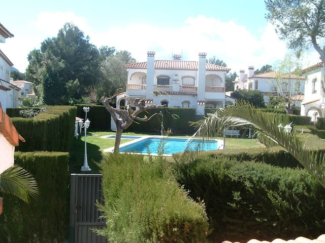 Cozy house with private garden - Mont-roig del Camp - Huis