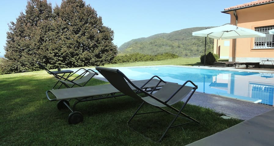 Sky bedroom with pool to Il Montesino b&b Como - Albese Con Cassano - ที่พักพร้อมอาหารเช้า