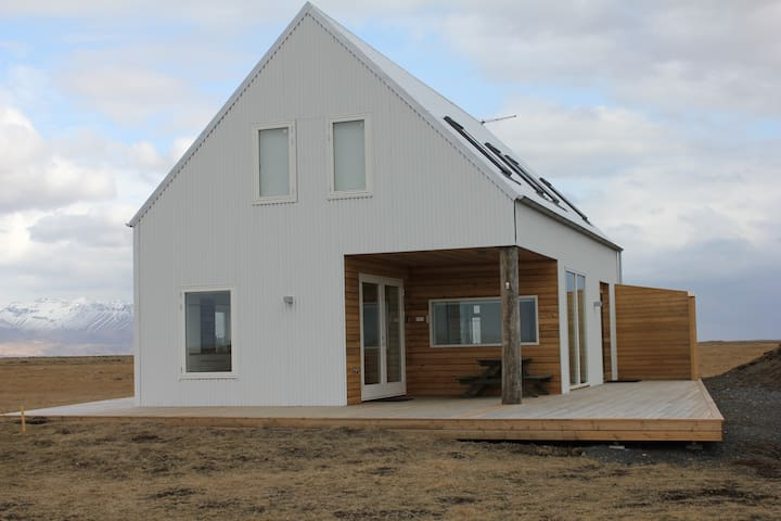 SOUTH EYJAFJALLAJOKULL MODERN HOUSE