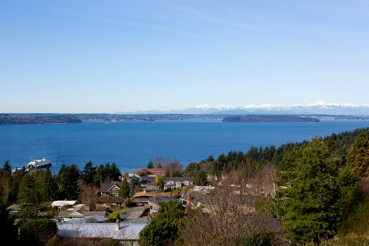 West Seattle Home, Dazzling View, Quiet & Tranquil
