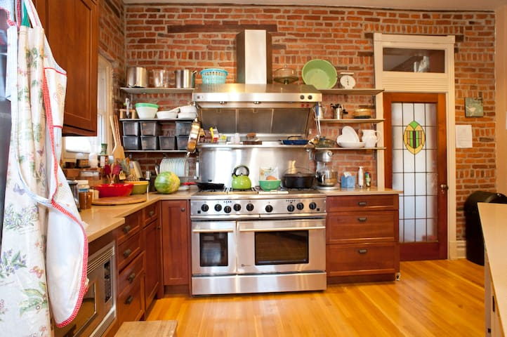 Roomy kitchen with everything you could need.
