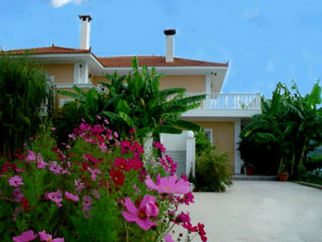 Rent a place in Paradise - Katelios - Apartment