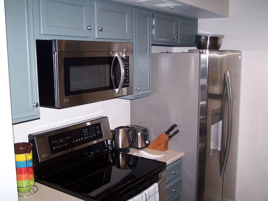 Four-piece stainless steel appliances (dishwasher not pictured... but there) round out this functional galley kitchen.