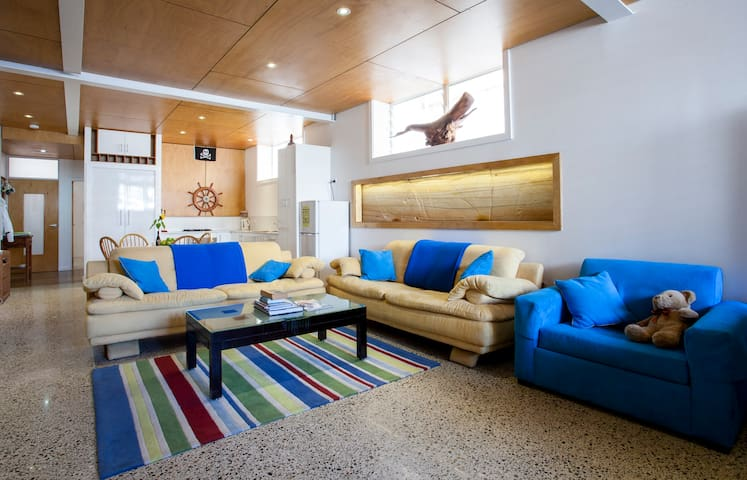 Sandstone Apartment - 300m to Beach - Bondi - Apartamento