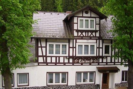 Doppelzimmer im Thüringer Schiefergebirge - Gräfenthal - Aamiaismajoitus