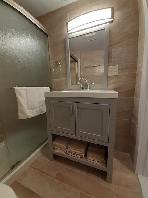Newly Renovated 2 bdrm Apartment in downtown O.C.