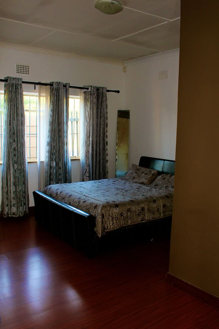 Relaxing peaceful private room in Randburg