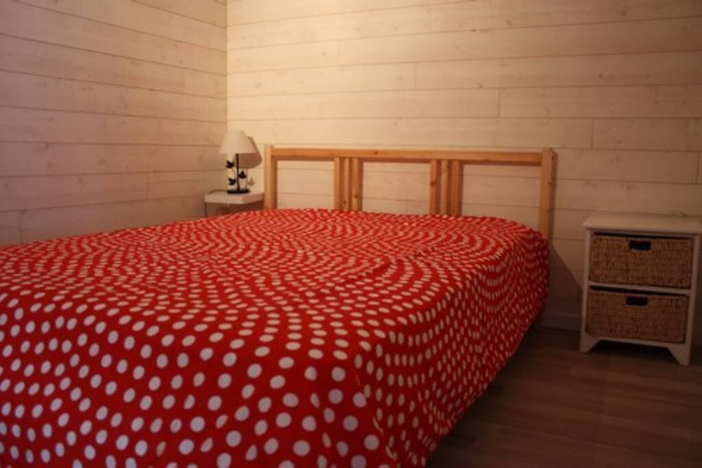 chambre n°1 avec lit de 140 cm