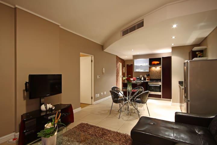 Rockefellers open-plan lounge-kitchen