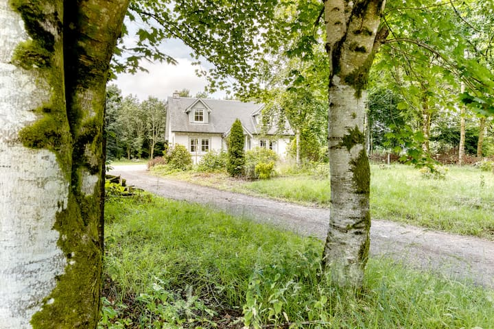 Idyllic Woodland Lodge  1 hour from Edinburgh