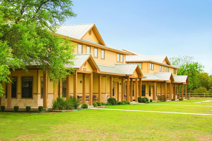 New Braunfels, TX, 2-Bedroom Deluxe S #1