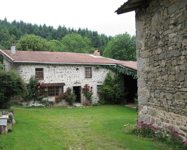 Jolie maison de campagne dans hameau auvergnat