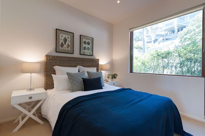 Ground floor, bedroom 4, queen