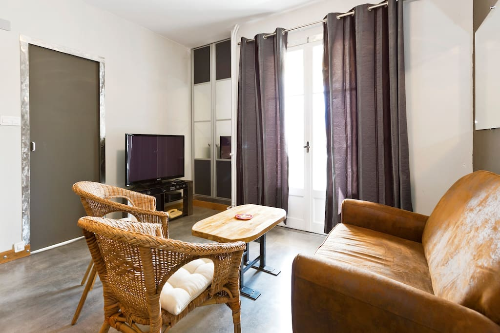 calm and bright on avignon 39 s heart apartments for rent in avignon provence alpes c te d 39 azur. Black Bedroom Furniture Sets. Home Design Ideas