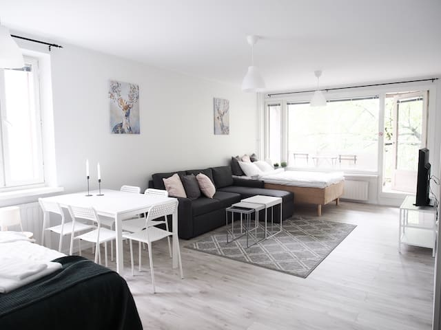2ndhomes | Spacious Apt. in the Heart of the City