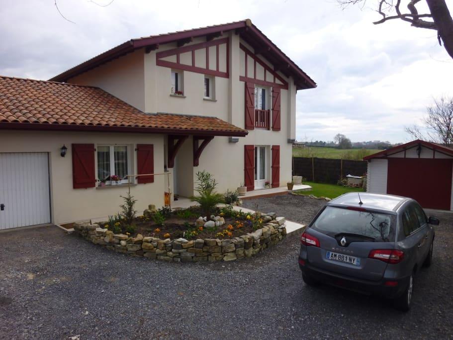 Chambre louer dans maison basque chambres d 39 h tes for Louer une chambre sans fenetre
