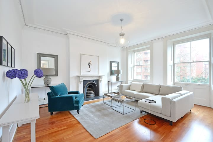 Fabulous two bedroom flat with light and space (D)