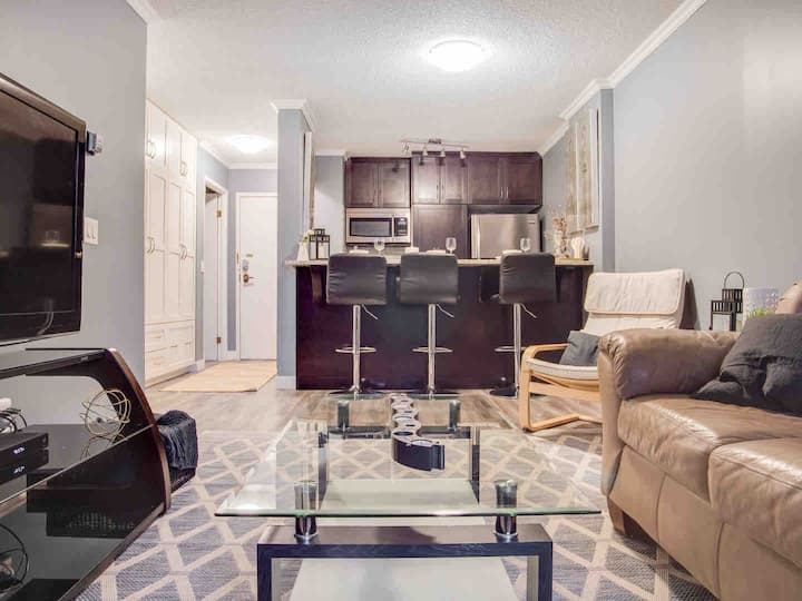 Cozy and  Central DT Home w Gym Coffee Parking BBQ