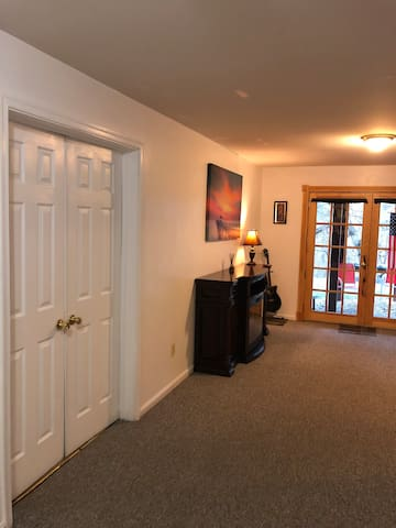 Washington Oasis - Lower Level Studio Apartment