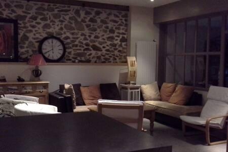 Chambre privée avec salle de bain privée - Vion - Hus