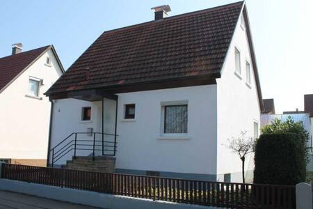 Ferienhaus im Haugenrain Metzingen - Metzingen - Huis