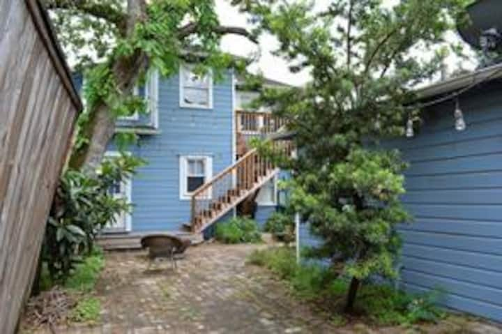 Charming 2 Bedroom, Near Downtown and the Heights