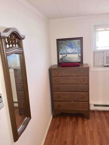 Drawer mirror independent A/C and heat  inside the room for more comfort