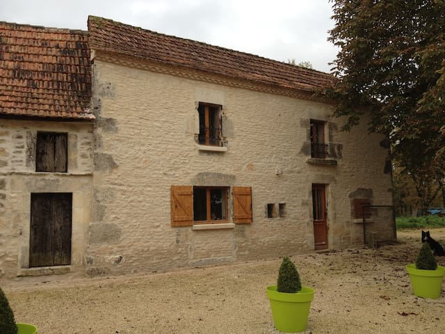 Perigordian cottage with character - Coulaures - Hus