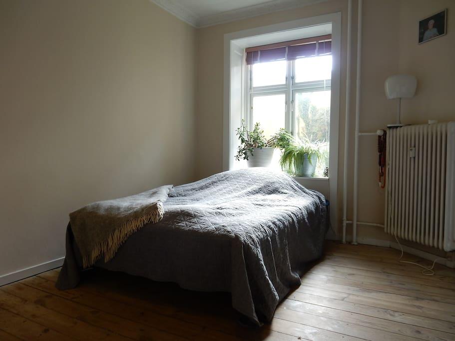 Bed room                         (bed: 140 x 200 cm)