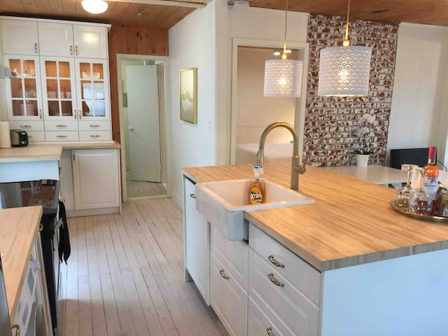 1-Mos Min - Wasaga Cottage Cosy Winter Getaway!