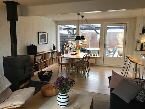 Family friendly house w/3bedrooms, garden& parking